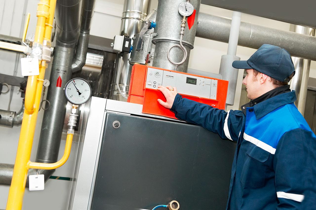 Eine regelmäßige Wartung der Heizungsanlage erhöht die Zuverlässigkeit im Betrieb deutlich.